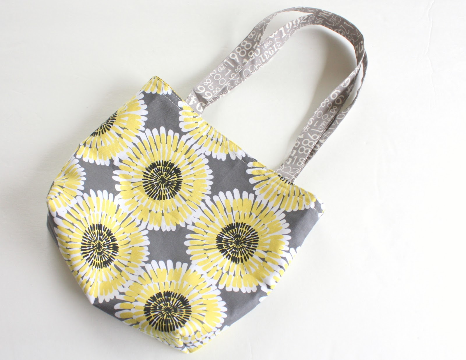 A gray and yellow tote
